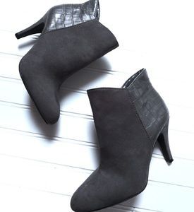 Express faux suede ankle boots size Zip